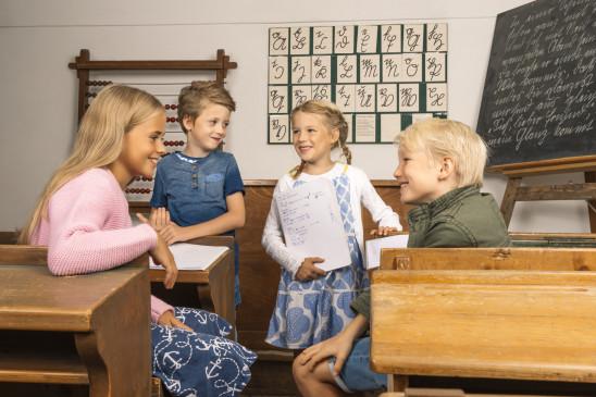 Sendungsbild: Zeitlos – Schule des Lebens