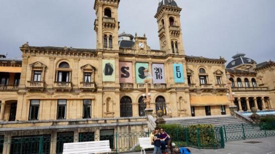 Sendungsbild: San Sebastián – Kulinarik, Kunst und Tamborrada