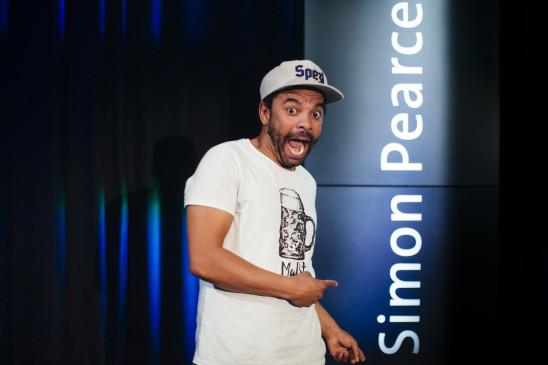 Sendungsbild: Simon Pearce – Live auf der Bühne!